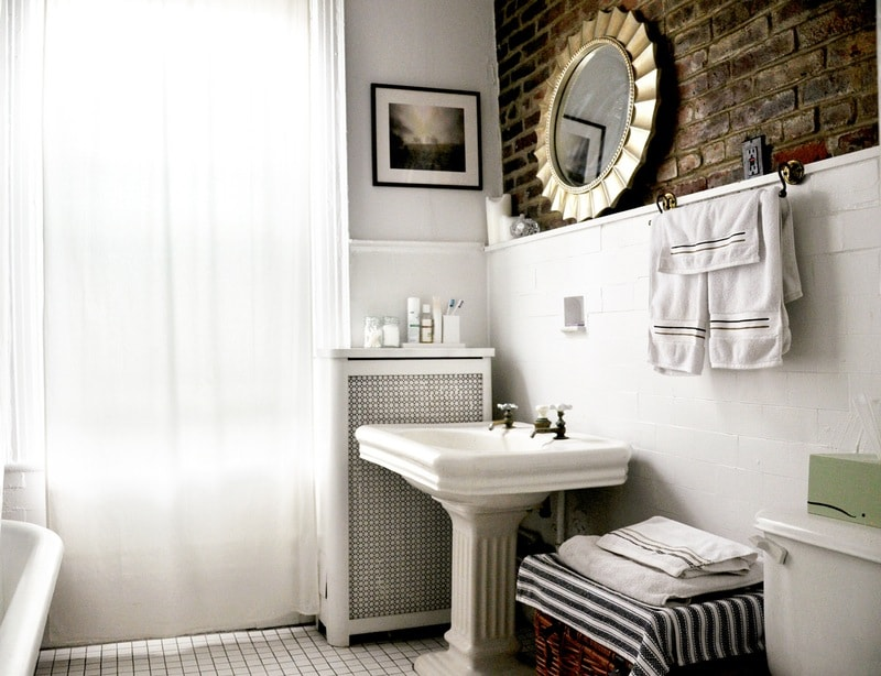 330-sq-ft apartment bathroom small home design